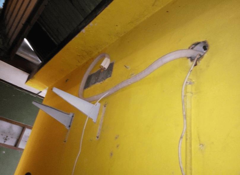 Buat lubang pada dinding