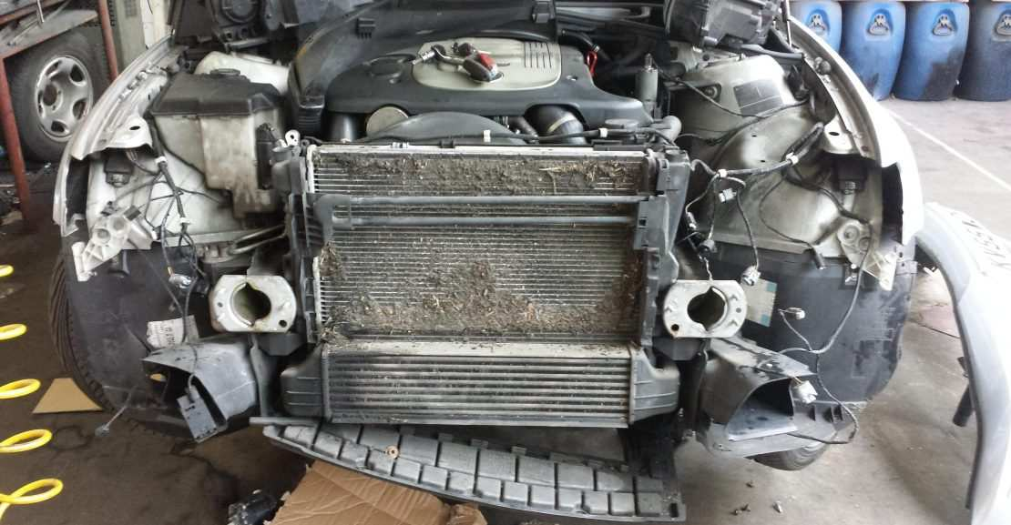 Penyebab-Kerusakan-Kondensor-AC-Mobil-Bocor