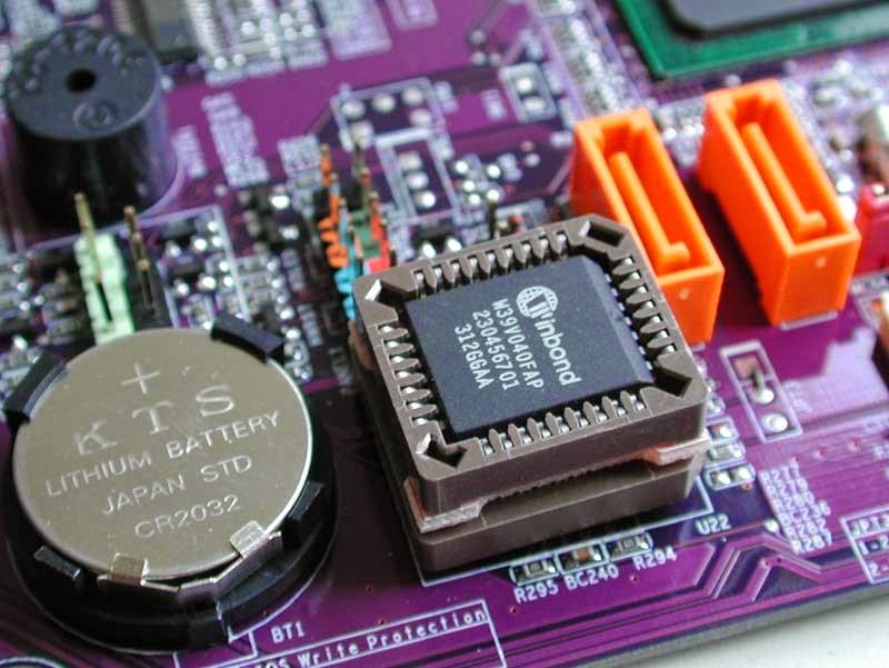 Chip-BIOS-dan-UEFI-Chip